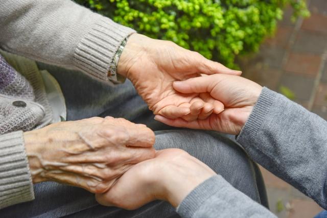 老老介護によるトイレ介助の難しさ。根気強く教えることが大切